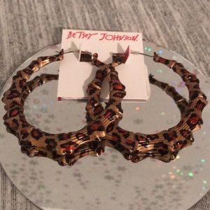 Betsey Johnson leopard 🐆 hoops 💕💝💕